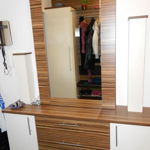 Fotogallery vorzimmer for Garderobe versteckt
